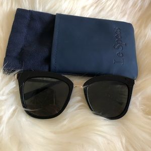 LeSpecs Caliente black/gold oversized sunglasses